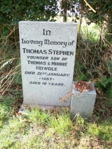 Headstone for Pilot Officer Thomas Stephen Howdle at Rawcliffe Cemetery, East Yorks